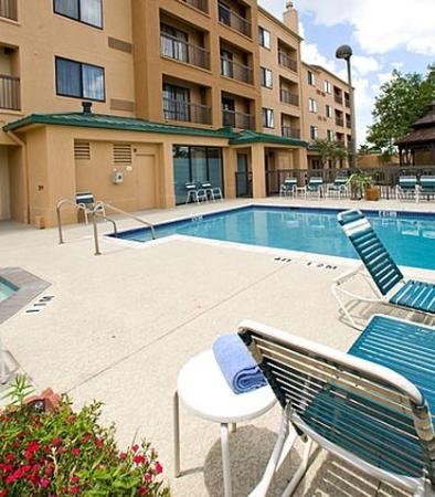 Stafford, TX: Outdoor Pool Area