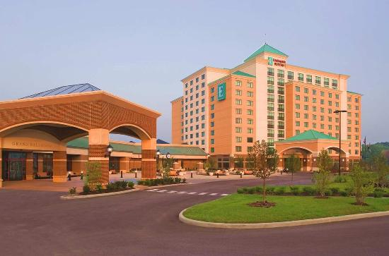 Embassy Suites by Hilton St. Louis St. Charles: Morning View of Hotel