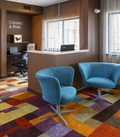 Muncie, IN: Lobby Seating & Business Center