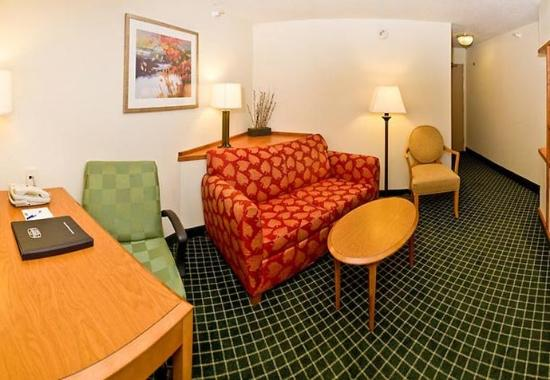 Burlington, IA: King Suite