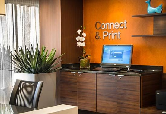 Dulles, VA: Connect & Print Station