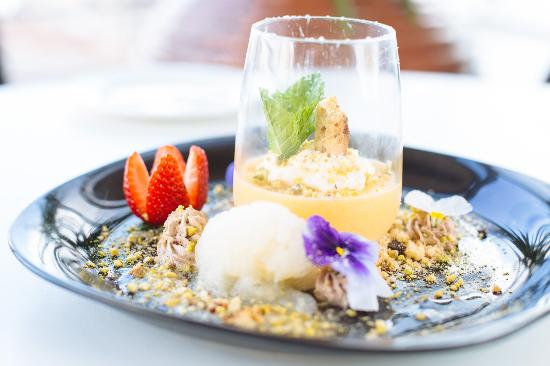 Williamstown, Australia: House made lemon curd and champagne sorbet
