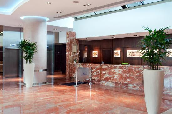Hilton Strasbourg: Hotel Lobby