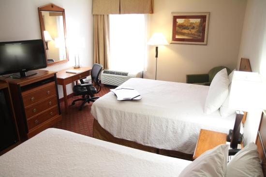 Greeneville, TN: Two Queen Bed Guest Room