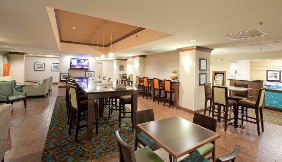 Hampton Inn Lexington Park: Lobby Area