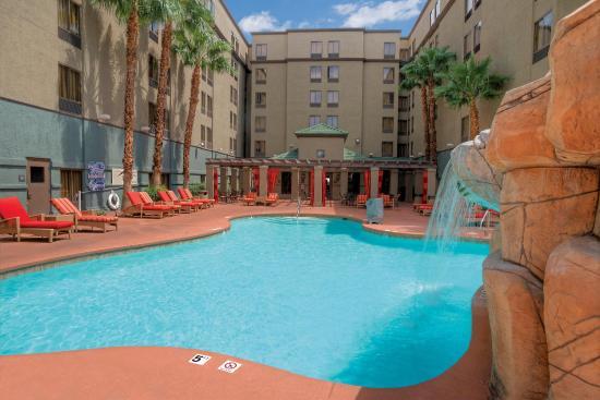 Hampton Inn Tropicana: Pool 3