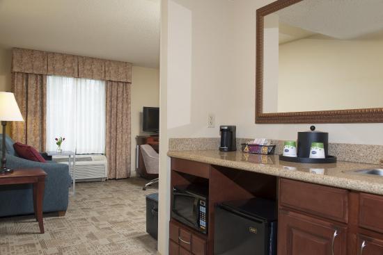 Normal, IL: Suite Guest Room