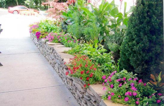 Hampton Inn Long Island/Commack: Beautiful Landscaping!