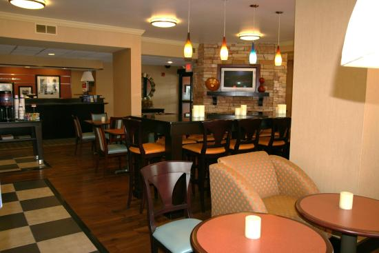 Hampton Inn Dalton: Perfect Mix Lobby