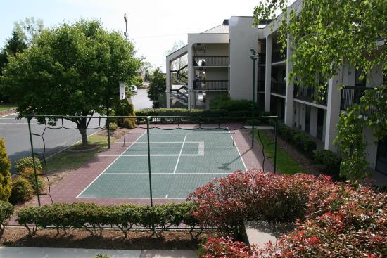 Hampton Inn Dalton: Sports Court