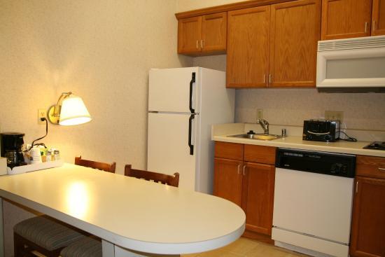 Hampton Inn & Suites Houston-Cypress Station: Suite Kitchen