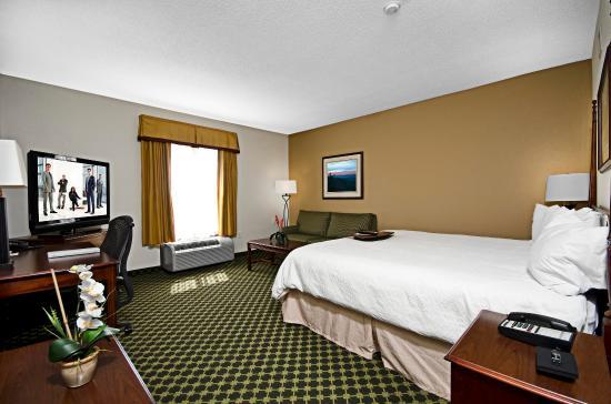 Christiansburg, VA: Larger King Guest Room
