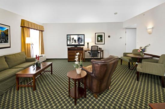 Christiansburg, VA: King Guest Room with Whirlpool