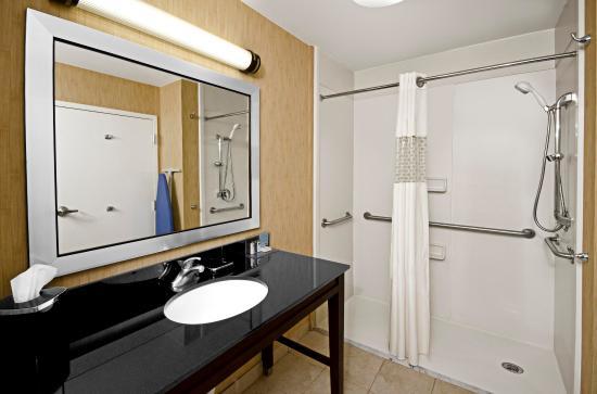 Christiansburg, Βιρτζίνια: Accessible Bathroom