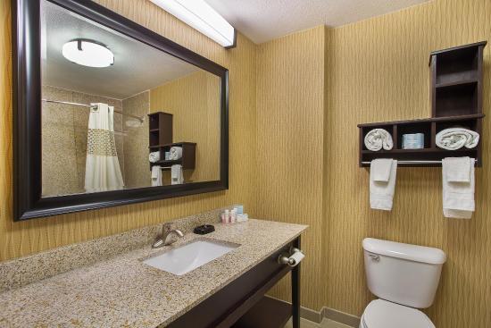 Dry Ridge, KY: Guest Room Bathroom