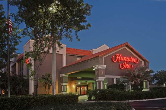 Hampton Inn Ft. Lauderdale-Commercial Blvd.: Exterior Night