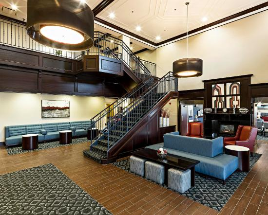 Littleton, NH: Lobby Sitting Area