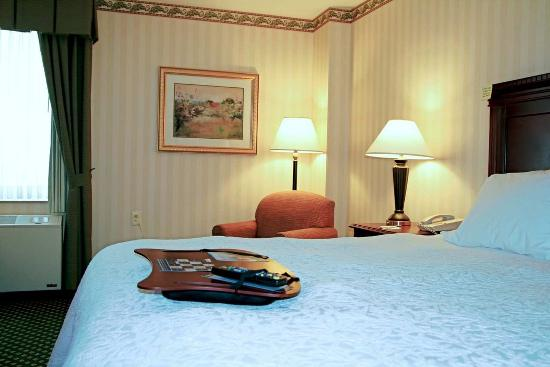 Littleton, NH: Standard King Room