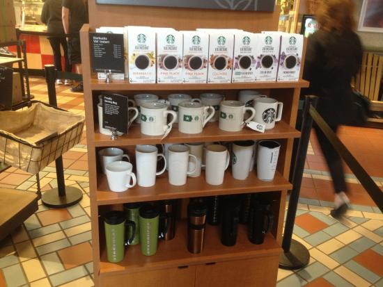 Clifton Springs, estado de Nueva York: Starbucks in Plaza - cups for sale