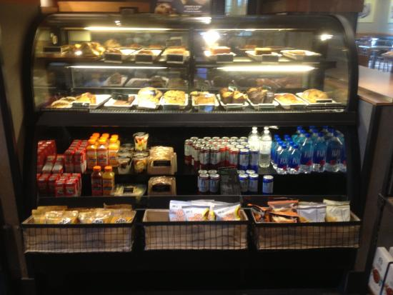 Clifton Springs, estado de Nueva York: Starbucks in Plaza - bakery counter
