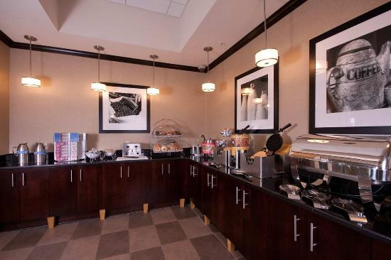West Seneca, Nova York: Breakfast Bar and Host