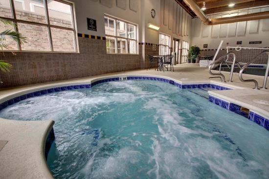 Aurora, IL: Hot Tub