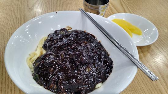Beomtae Sonjjajang: Jjajangmyeon, medium-sized serving.