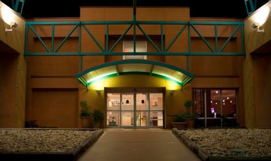 Brooksville, FL: Exterior Entrance