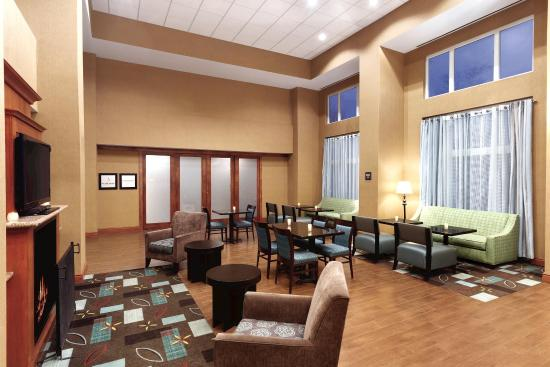 Hampton Inn & Suites Greenfield: Lobby Lounge