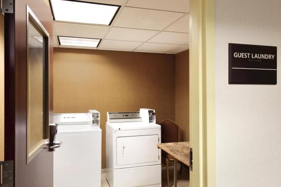 Hampton Inn & Suites Greenfield: Guest Laundry