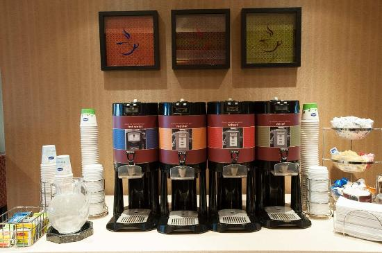 Hampton Inn Harrisburg East (Hershey Area): Coffee Station
