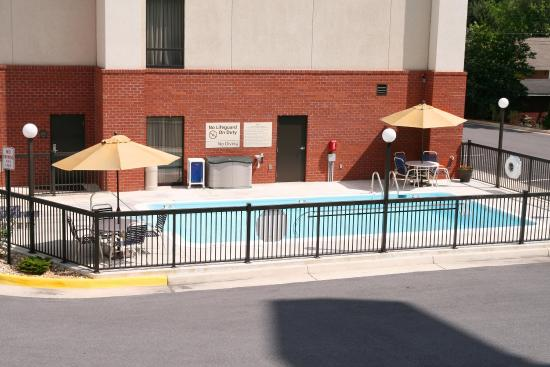 Inwood, Batı Virjinya: Seasonal Outdoor Pool