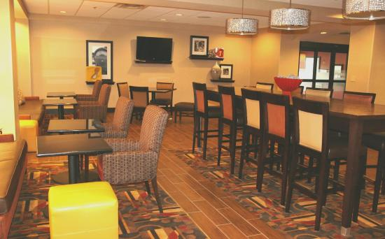 Ричфилд, Огайо: Lobby Seating and Tables