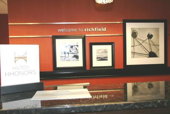 Ричфилд, Огайо: Front Desk