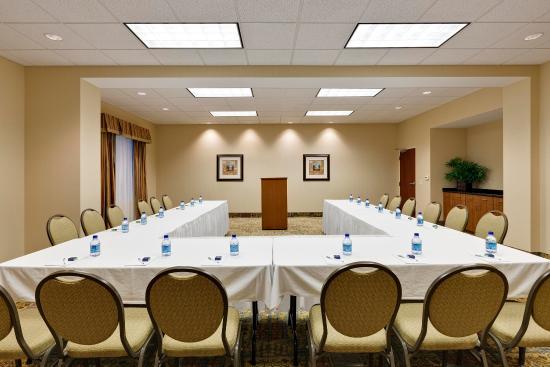 McHenry, IL: Hampton Room