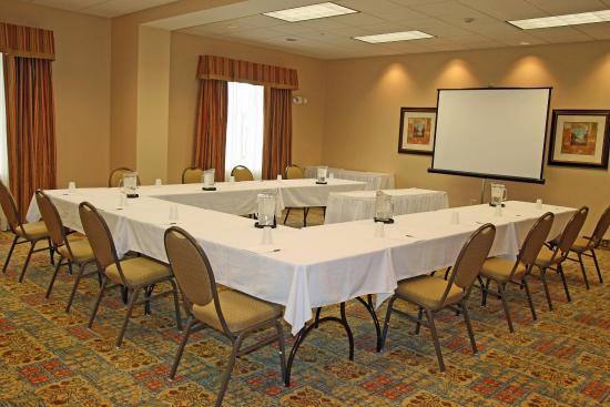 McHenry, IL: Hampton Meeting Room