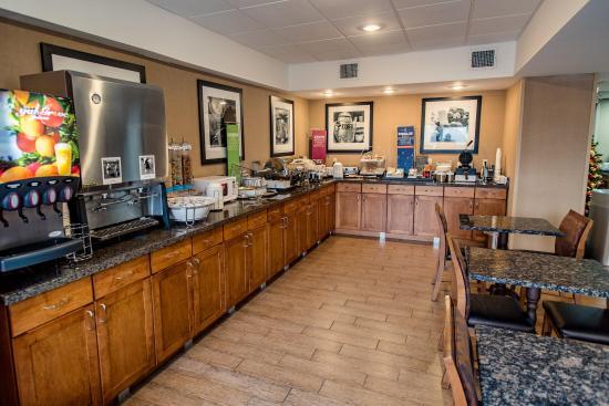 Caryville, TN: Breakfast Bar
