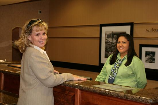Hampton Inn & Suites Farmington: Desk