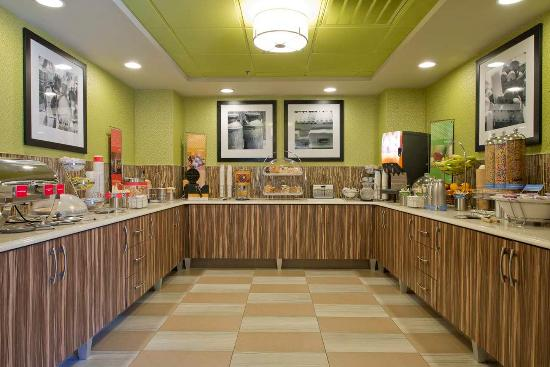 Hampton Inn Anderson: Breakfast Serving Area
