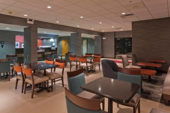 Dover, DE: Lobby Seating Area