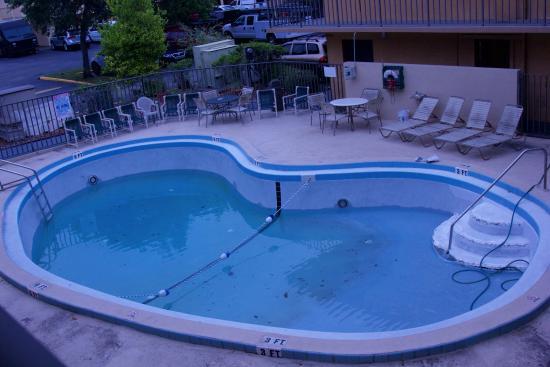 Super 8 Jacksonville Orange Park: Pool area was horrible.