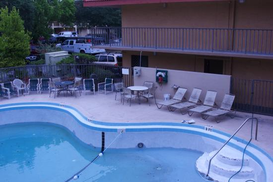 Super 8 Jacksonville Orange Park: Not a place to go and have fun and relax.