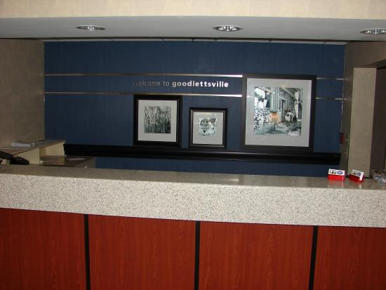 Hampton Inn Nashville Goodlettsville: Front Desk