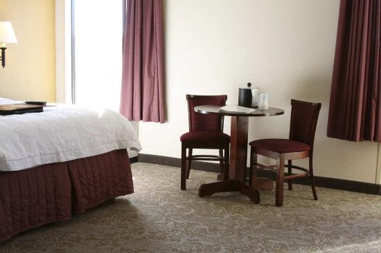 Kuttawa, KY: Single Room Table