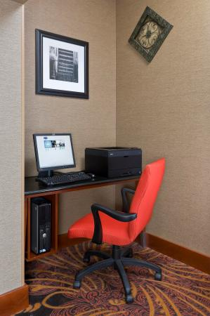 Fairlawn, OH: Business Center