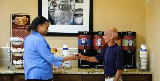 Hampton Inn Kinston : Breakfast Serving Area