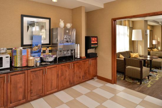 Hampton Inn Rock Springs: Free Breakfast Area