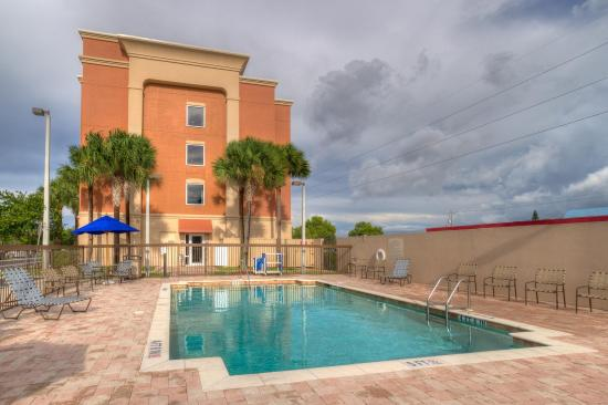 Hampton Inn & Suites Cape Coral/Fort Myers Area: Outdoor Pool