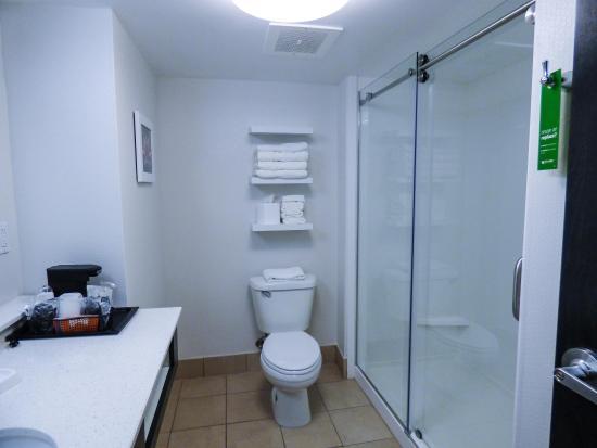 ชาร์ลสตัน, เวสต์เวอร์จิเนีย: Shower