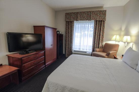 Midwest City, OK: Accessible Queen Bed Room